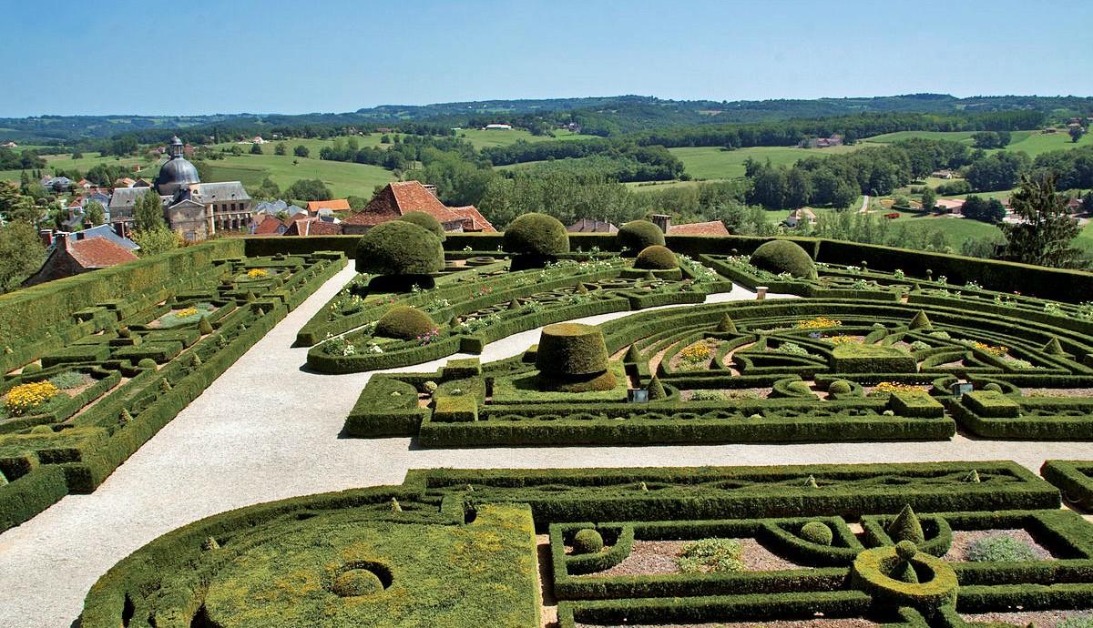 Chateau_de_Hautefort_jardins_perigord_dordogne