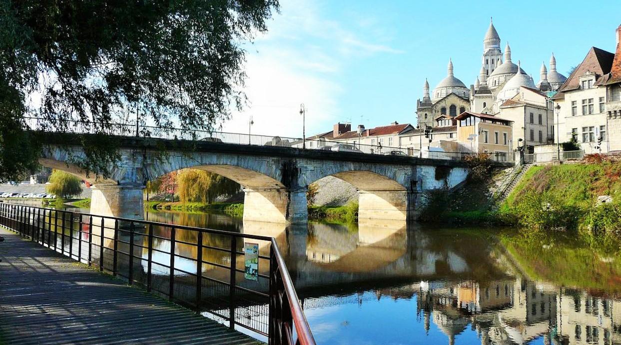 Périgueux_pont_Barris_aval_