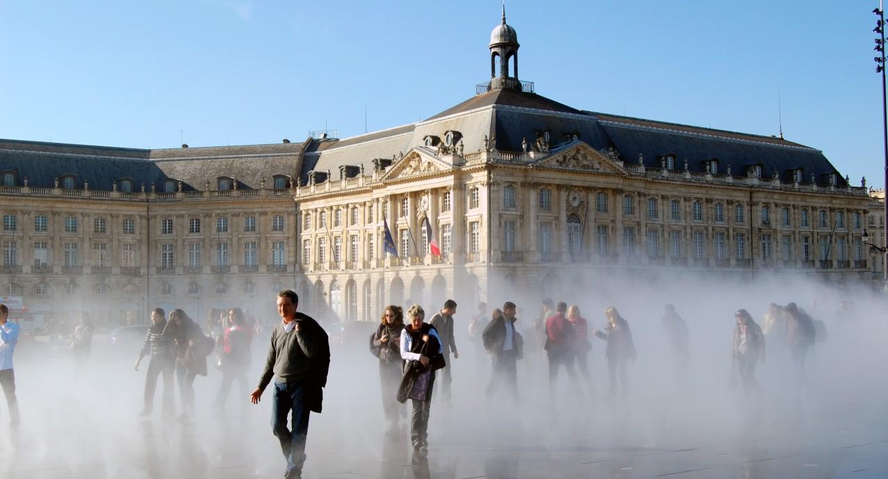 Bordeaux: effet-brouillard-Miroir-d-eau-quai-de-la-Gironde
