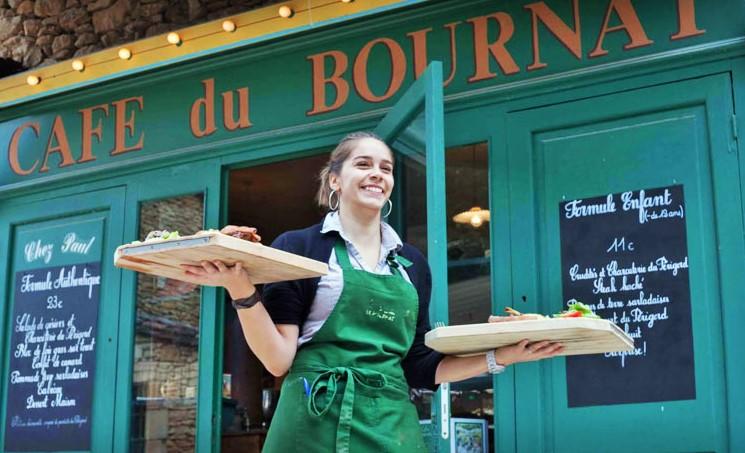 repas au Village_du_bournat_parc_attractions_dordogne_le_bugue