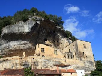 Eyzies-musée-national de la prehistoite_falaise