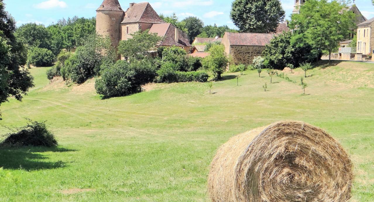 Saint-Chamassy_-_Manoir_du_XVe_siècle_et_église