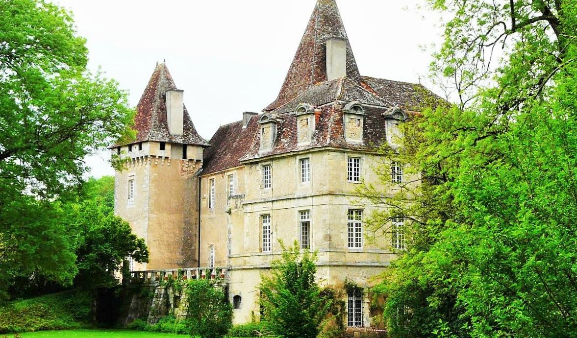 Saint-Jean-de-Côle_chateau_perigrid_dordogne